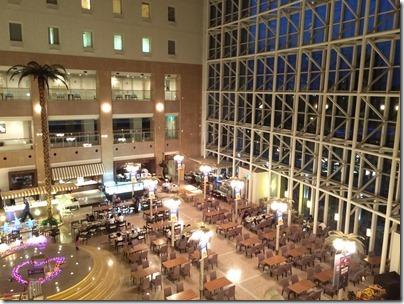 「シャトレーゼガトーキングダムサッポロホテル&スパリゾート」夜のアトリウム