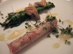 冷製日高ポークのフィレ肉、白貝、カラシ風味の菜の花、 晩白柚のヴィネグレット
