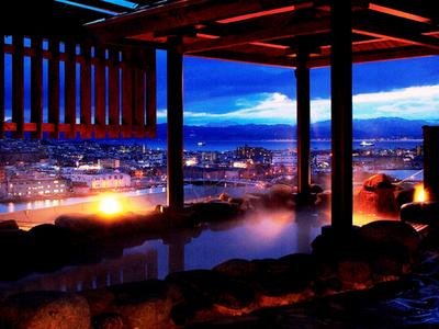 海&夜景が見渡せる温泉露天風呂