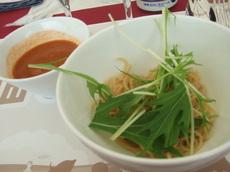 魚介類と積丹産甘えびのソースでいただく 余湖農園産トマトつけ麺 水菜添え