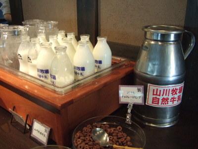 山川牧場と函館牛乳が飲み比べ