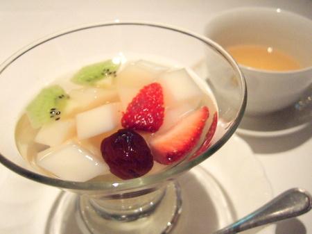 ラストのデザートは、女貞子(じょていし)の杏仁豆腐