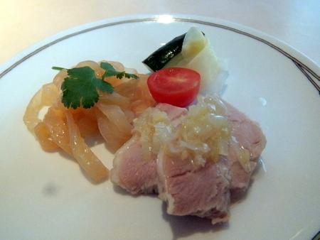 くらげの冷菜、蒸し鶏の葱生姜ソース掛け