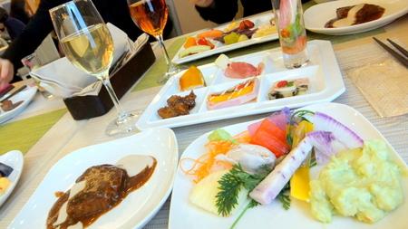 【センチュリーロイヤルホテル】野菜以外にお肉料理もあります
