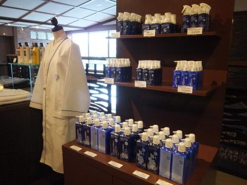 【しこつ湖鶴雅リゾートスパ水の謌】売店では水の謌完全オリジナルのアメニティが買える