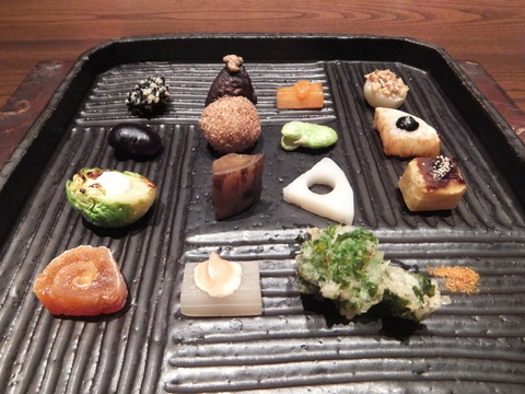 【しこつ湖鶴雅リゾートスパ水の謌】前菜は、天の謌名物「十五の野菜の取り合わせ」