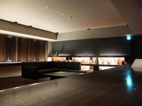 【望楼NOGUCHI函館】各階、パブリックスペースには休憩場所が多く用意されている