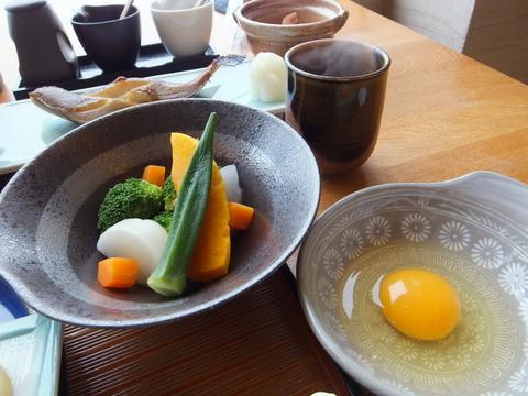 【海の別邸 ふる川】地元でとれた健康野菜と、野菜とおからを食べて育った元気鶏の卵