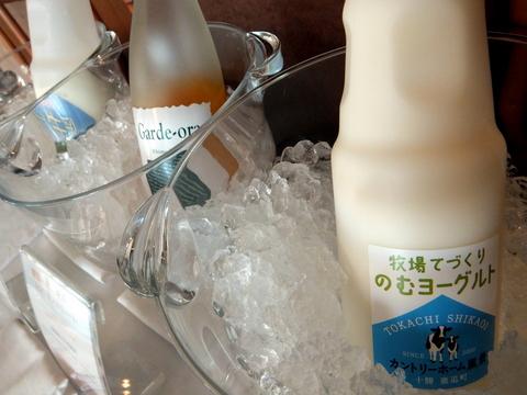 「三余庵」十勝産青汁や自家製金時酢ドリンク、 牧場の牛乳
