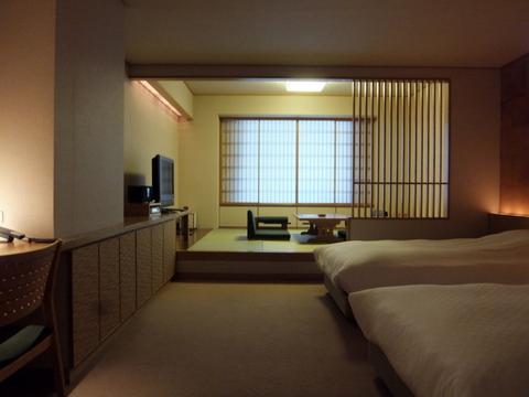 【翠山亭倶楽部定山渓】格調高い、上質な設えの和洋室