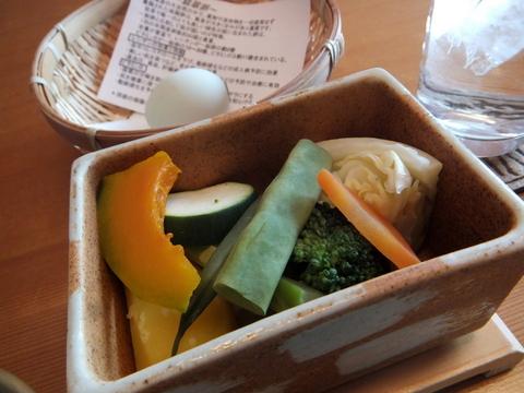 【翠山亭倶楽部定山渓】緑の卵「日高産翡翠卵」