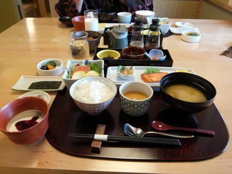 【森の旅亭びえい】朝食は和食膳
