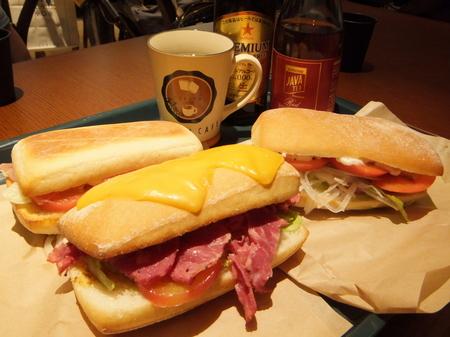 「イシヤカフェ」サンドイッチ3種(サラダ、モッツァレラと生ハム、パストラミ)