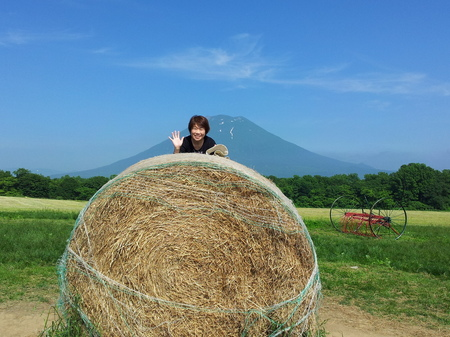 【ニセコミルク工房】記念撮影用の牧草ロール