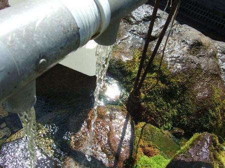 【月美の宿 紅葉音】かの昭和天皇がこの湧き水を「甘露である」と喜ばれたことから 「甘露水」と名付けられた