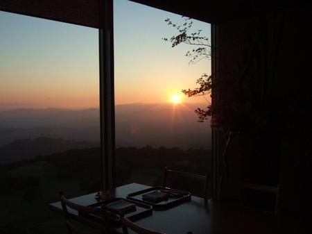 【ウィンザーホテル洞爺】まさに沈もうとしている夕日