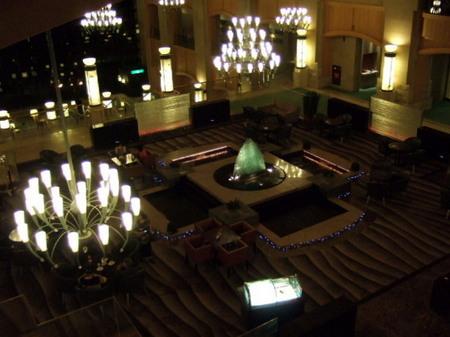 【ウィンザーホテル洞爺】夜のロビー