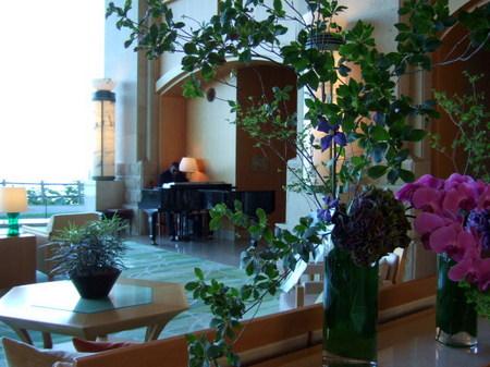 【ウィンザーホテル洞爺】ロビーでは優雅な時間が流れる