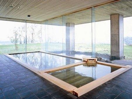 【ウィンザーホテル洞爺】露天風呂のある檜風呂と御影石の浴槽が日替わりで楽しめる
