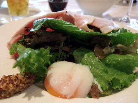 【ウィンザーホテル洞爺】新鮮野菜たっぷりのサラダ
