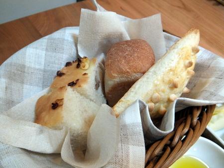 富良野産小麦の焼きたてパン