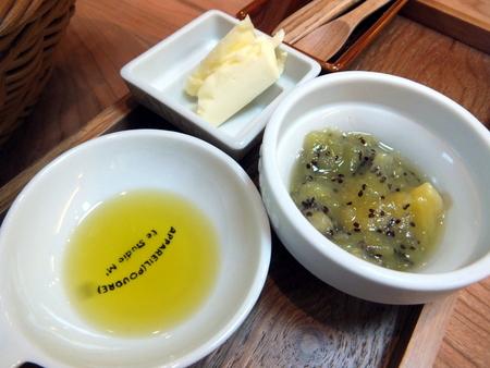 「イトランズ」とノースプレインファームの発酵バター、 キウイのジャム