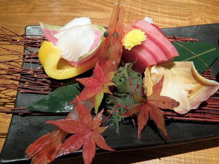 お造里は、釧路隆宝丸のサメかれい、松前産メジマグロなど、 登別産の本わさびと宗谷の塩で