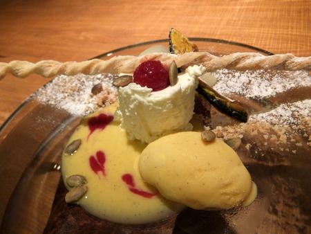 日高のフレッシュチーズを使ったフロマージュブランと 自家製南瓜のアイスクリーム