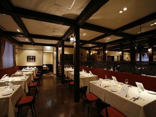 ロッジ風のレストラン