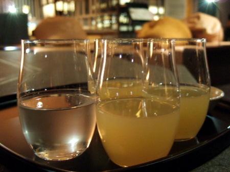 ウエルカムドリンクは昆布水またはリンゴジュース
