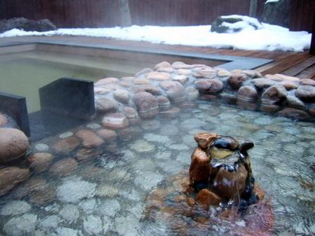 こんこんと湧き出すお湯は昆布温泉特有の塩化物泉