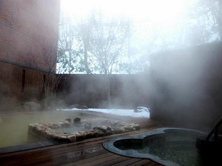 「ニセコ昆布温泉鶴雅別荘 杢の抄」露天風呂