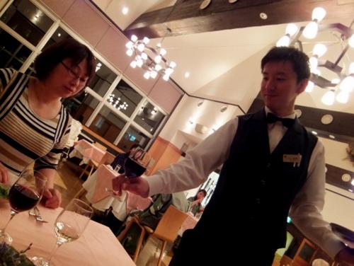 お食事に合わせて白・赤のグラスワイン