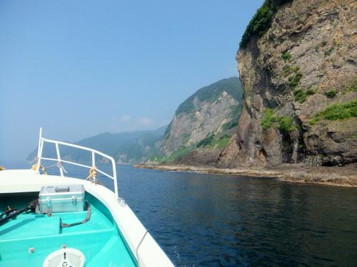 知内の「青の洞窟」を目指すクル―ズに乗船