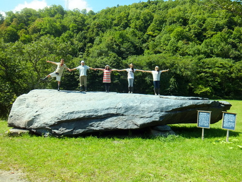 長さ6メートル、重さは200トンの巨石