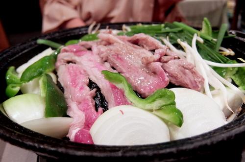 「ファームイン・トント」の夕食 ジンギスカン。お肉はラムとマトンの中間の「ホゲット」