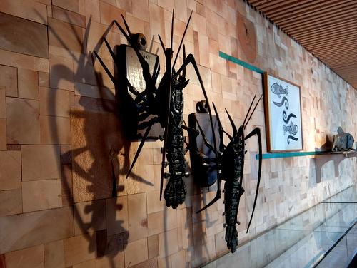 エコミュージアムおさしまセンター「砂澤ビッキ記念館」動き出しそうな伊勢エビ
