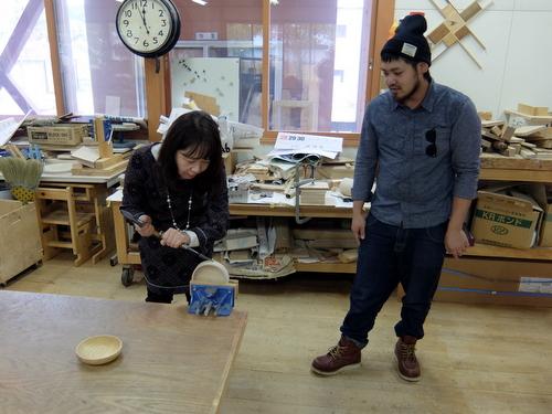 「きたいっしょモニターツアー」木遊館で木工体験。木のお皿に挑戦