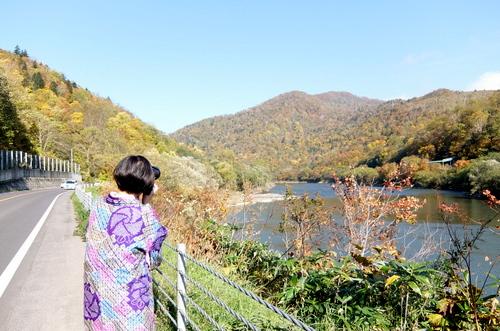 「きたいっしょモニターツアー」天塩川流域に続く紅葉