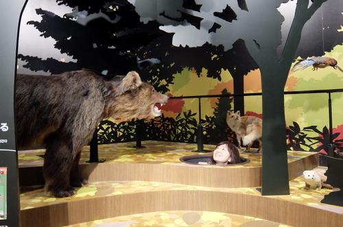 「北海道博物館~森のちゃれんが」巣穴から顔を出す村澤編集長