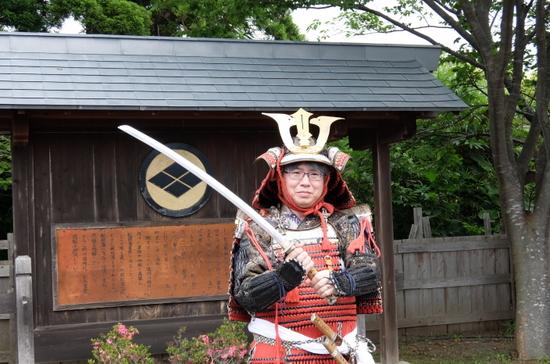 武将に扮する木村副編集長