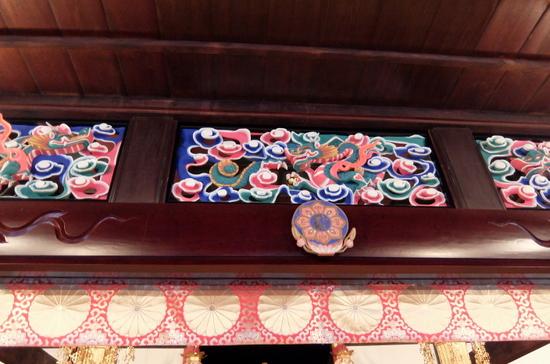 煌びやかで豪華な上國寺内観