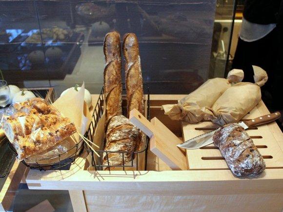 道産小麦パンが美味しそうにディスプレイされている