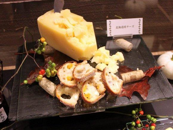 白糠酪恵舎のチーズとマンゴーとあらびき胡椒入りのパン