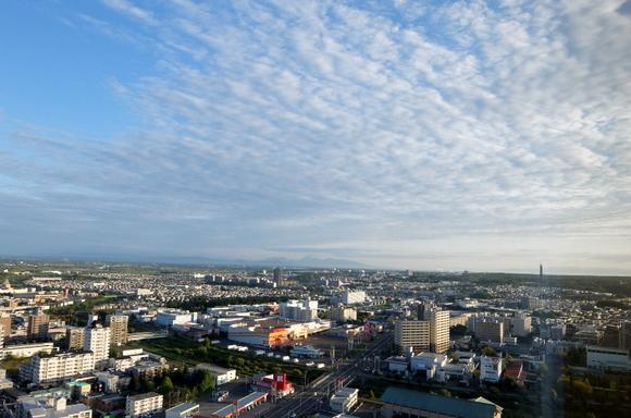 ホテルエミシア札幌からの風景。遠くには百年記念塔が見える