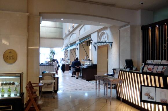 ブッフェ会場であるカフェ・ドム入口