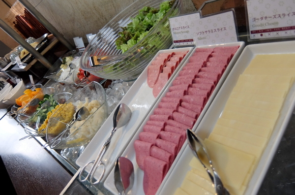 北海道ならではの食材や名物料理を盛り込んだ和洋ブッフェ