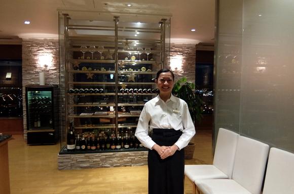 31階のイタリアンレストラン入口。スタッフさんが笑顔で迎えてくれる