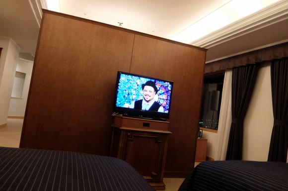 ホテルエミシア札幌 ベッドルームのテレビ