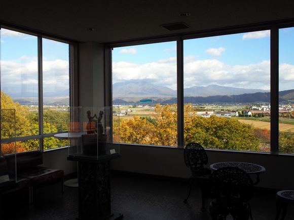 高台に建つワイン工場からの風景